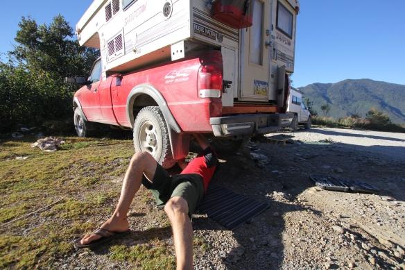 Guatamealan roadside maintenance